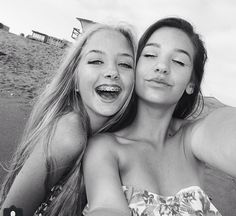Maddi Bragg and Amanda Steele My 2 FAVE people ((of the web.)) really makes me wanna live in CA!