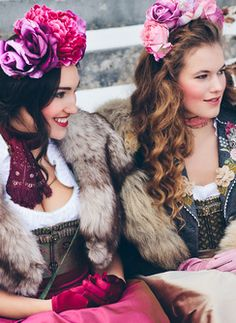 Super sweet colourful style with flower headbands. Traditional German Clothing, Traditional Dresses, Costumes Couture, War Bonnet, Folk Fashion, Lovely Dresses, European Fashion, Hair Inspiration, Winter Outfits