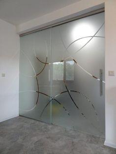 sklenená deliaca stena s posuvnými dverami na zníženom 50 mm posuvnom systéme Geze Levolan Glass Design, Divider, Case, Lighting, Room, Furniture, Home Decor, Bath, Bedroom