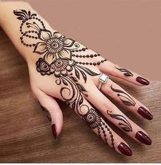 Mehndi henna designs are always searchable by Pakistani women and girls. Women, girls and also kids apply henna on their hands, feet and also on neck to look more gorgeous and traditional. Henna Tattoo Designs, Henna Tattoos, Henna Tattoo Hand, Et Tattoo, Henna Mehndi, Henna Art, Mehendi, Paisley Tattoos, Foot Henna