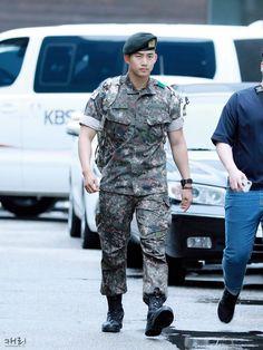 Recent Photos Of Taecyeon In Army Show His Drastic Body Transformation Hot Korean Guys, Korean Men, Asian Men, Korean Actors, Jay Park, 2pm Kpop, Park Hae Jin, Twice Fanart, Korea Boy