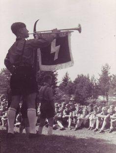 https://flic.kr/p/mzL5VP   Membres de la fanfare de la Hitlerjugend (jeunesses hitlériennes)