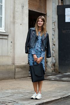 Sporty looks, chic outfits - black and blue combo