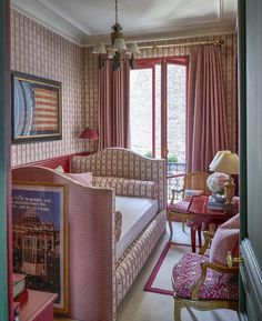All-over pattern in small bedroom. Design by Pamela Mullin Photo credit James Merrill
