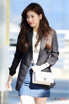 Check out K-star Suzy Bae's outfit at the airport when she was spotted, as she headed to Taiwan for a brand marketing event.