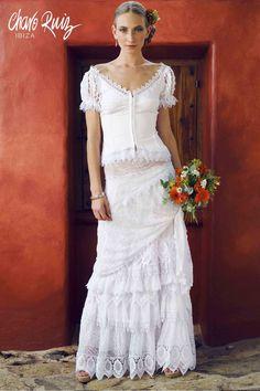 Sexy, elegante y espectacular, así la colección White de Novias by Charo Ruiz   Ref. 00003 BLUSA MEXICANA Ref. 00202 FALDA 3 VOLANTES  www.charoruiz.com