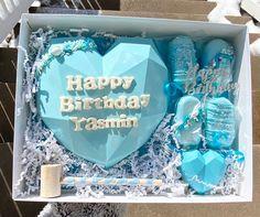 Heart Shaped Chocolate, Chocolate Hearts, Birthday Chocolates, Birthday Treats, Chocolate Covered Pretzels, Chocolate Covered Strawberries, 17th Birthday, Happy Birthday, Diy Crafts Room Decor
