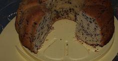 """Εξαιρετική συνταγή για Σούπερ αφράτο νηστίσιμο κέικ. Είναι μαγικό με τόσο ταπεινά και συνηθισμένα υλικά να έχεις κάτι τόσο νόστιμο. Λίγα μυστικά ακόμα Τη συνταγή αυτή την είδα στο περιοδικό """"Προς τη Νίκη"""" που επανειλημμένα έχει δώσει απλές και πετυχημένες συνταγές. Μπορείτε να προσθέσετε και εσάνς πορτοκαλιού για έξτρα άρωμα. Cookbook Recipes, Cookie Recipes, Meals Without Meat, Greek Sweets, Cooking Cake, Tasty, Yummy Food, Crazy Cakes, Brownie Cake"""