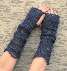 delicate crochet gloves are just beautiful