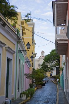 ✮ A Street In Colorful Old San Juan - Puerto Rico where I'm from. I love my island. Beautiful Islands, Beautiful Places, Places To Travel, Places To See, Places Around The World, Around The Worlds, Enchanted Island, San Juan Puerto Rico, What A Wonderful World