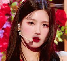 Kpop Girl Groups, Kpop Girls, Cube Entertainment, Girl Crushes, Girl Boss, Septum Ring, Most Beautiful, Beauty, Noodle