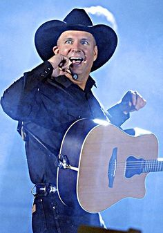 Garth Brooks - great music, great live shows! The only concert I had to literally sleep outside on the sidewalk to stay in line to get tickets.in the early days of concerts and Garth. Country Musicians, Country Music Artists, Country Music Stars, Country Singers, Garth Brooks Tour, Garth Brooks Concert, Papa Roach, Breaking Benjamin, Sara Bareilles