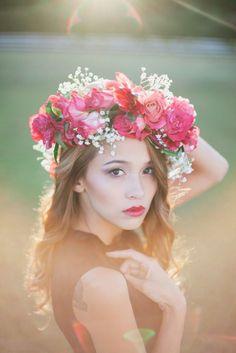 やってみたいブライダルヘアスタイルNo.1♡ロマンティックな花冠のお手本をあつめました♡にて紹介している画像
