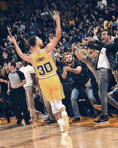 Basketball On Tonight Key: 6423178771 Stephen Curry Basketball, Nba Stephen Curry, Basketball Is Life, Basketball Pictures, Basketball Uniforms, Basketball Players, Basketball Sneakers, Warriors Pictures, Splash Brothers