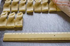 Measuring koeksisters with a ruler