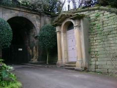 Nottingham Castle; home of Robin Hood (and also Helen-adjacent). Obviously one of the most welcome sights in the world.