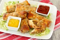 Hungry Girl's Healthy Cheeseburger Egg Rolls Recipe This is not a drill. We have created crispy egg rolls stuffed with cheesy burger goodness… only 153 calories each. Bonus: Watch how they're made! Egg Roll Recipes, Ww Recipes, Cooking Recipes, Healthy Recipes, Dinner Recipes, Bariatric Recipes, Skinnytaste Recipes, Weekly Recipes, Skinny Recipes