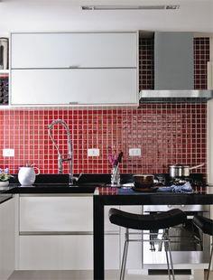 cozinha com pastilha vermelha
