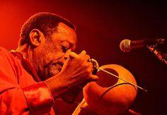 O percussionista Naná Vasconcelos explora a música afrobrasileira e canções nordestinas (Foto: Itamar Crispim / Divulgação)