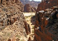 Schluchten, Ennedi Massiv Waves Goodbye, Natural Structures, Archaeology, Mount Rushmore, Grand Canyon, Castle, Africa, Explore, Adventure