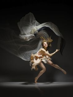 Photographer Lois Greenfield Captures Dancers In Motion
