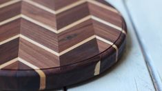 Learn how to make your own chevron cutting board. It's a beautiful homemade gift for the kitchen! Learn how to make your own chevron cutting board. It's a beautiful homemade gift for the kitchen! Woodworking Workbench, Woodworking Projects Diy, Woodworking Videos, Fine Woodworking, Woodworking Patterns, Woodworking Classes, Workbench Plans, Woodworking Equipment, Woodworking Books