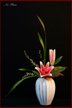 Webmail :: 18 new Pins for your Flower Arrangements board Contemporary Flower Arrangements, Tropical Flower Arrangements, Creative Flower Arrangements, Ikebana Flower Arrangement, Ikebana Arrangements, Artificial Flower Arrangements, Beautiful Flower Arrangements, Flower Vases, Artificial Flowers