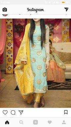 Haute spot for Indian Outfits. Salwar Designs, Kurta Designs Women, Kurti Designs Party Wear, Blouse Designs, Dress Indian Style, Indian Dresses, Indian Outfits, Punjabi Suits Designer Boutique, Indian Designer Suits
