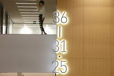 廣村正彰が設立した廣村デザイン事務所のホームページ。日本科学未来館CI、すみだ水族館VI・サイン、横須賀美術館VI・サイン、鉄道博物館ロゴ、9hナインアワーズ AD、サインなど。毎日デザイン賞、KU/KAN賞受賞、グッドデザイン金賞受賞。