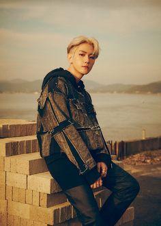 EXO : Photos et vidéos teasers de Baekhyun pour le comeback du groupe – K-GEN Baekhyun Chanyeol, Park Chanyeol, Kpop Exo, Exo K, Exo Chen, Chanbaek, Baekyeol, Exo Ot12, Luhan And Kris