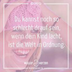Ein Lachen kann Wunder bewirken.  Mehr schöne Sprüche auf: www.mutterherzen.de  #lachen #kind #mutter #badday #schlechtelaune #laune #froh #fröhlich #welt