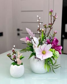 Creative Flower Arrangements, Easter 2021, Spring Colors, Flower Decorations, Spring Time, Happy Holidays, Glass Vase, Centerpieces, Ornaments