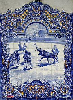 Mosaico do Mercado Municipal - Galeria Santarém | Santarém Digital | Um distrito com história Portuguese Culture, Portuguese Tiles, Tile Art, Wall Tiles, Glazed Ceramic Tile, Medieval Houses, Blue Pottery, Poster Pictures, Wall Murals