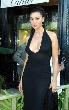 r Monica Belucci Beautiful Celebrities, Beautiful Actresses, Gorgeous Women, Beautiful People, Beautiful Dream, Monica Bellucci, Robes Glamour, Italian Actress, Italian Beauty