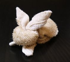 How to fold an adorable towel bunny. Would be cute with a new wash cloth in an Easter basket