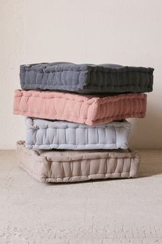 e027d3212 33 Best Oversized floor pillows images   Casual outfits, Chic ...