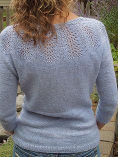 Ravelry: Project Gallery for Smaragd pattern by Svetlana Volkova Sweater Knitting Patterns, Lace Knitting, Knitting Designs, Knitting Projects, Crochet Patterns, Pixel Crochet, Knit Crochet, Crochet Cats, Crochet Birds