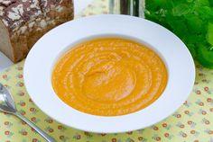 Krem z marchewki, mango i batatów. Rozgrzewająca zupa na jesień #intermarche #inspiracje #bataty #mango #zupakrem Latte, Mango, Drinks, Food, Manga, Drinking, Beverages, Essen, Drink