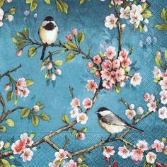 Très jolie serviette petit oiseau sur les fleurs de cerisier