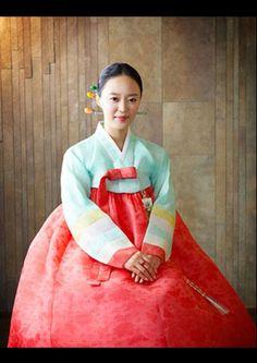 Korean traditional dress (hanbok)
