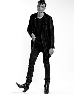 Fuck off.Fuck you too.From Paris with hate. Fashion 101, Minimal Fashion, Fashion Outfits, Fashion Ideas, Mens Fashion Suits, Unisex Fashion, Men In Heels, Stylish Mens Outfits, Androgynous Fashion