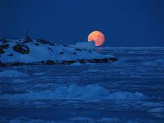 The moon setting behind Bonaparte Point, Anvers Island on September (National Science Foundation/Ken Keenan) Willy Ronis, Herbert List, Marc Riboud, Moon Setting, Moon Rise, Nature Images, Photo Library, Beautiful World, Beautiful Places