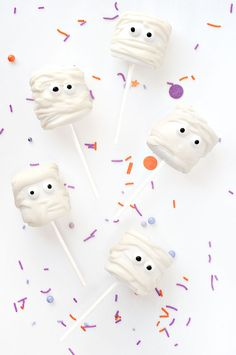 Marshmallow Mummy Pops | Sprinkles for Breakfast