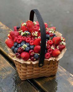 Eid Hampers, Fruit Hampers, Edible Fruit Arrangements, Edible Bouquets, Fruit Flower Basket, Deco Fruit, Food Bouquet, How To Wrap Flowers, Fruit Photography