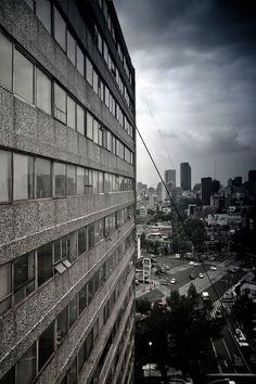 Entramos al misterioso edificio abandonado de Insurgentes 300  http://www.vice.com/es_mx/read/el-numero-300-de-la-avenida-insurgentes