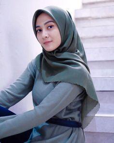 Beautiful Hijab, Beautiful Asian Girls, Hijab Fashionista, Muslim Women Fashion, Teen Celebrities, Hijab Stile, Hijab Chic, Girl Hijab, Pretty Face