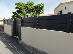 Image result for panneau clôture composite Fence Gate, Fences, Barn Doors, Garage Doors, Modern Fence, Fence Ideas, Modern Homes, Pvc, Outdoor Furniture