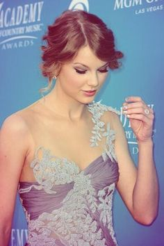 Taylor Swift - Academy Of Country Music Awards 2010 - MGM Grand - Las Vegas, Nevada - April 18, 2010 - Beautiful! ❤️