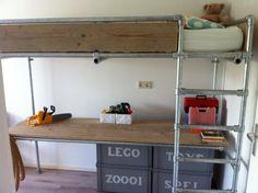Children's bunk bed and desk. Bedroom Loft, Kids Bedroom, Boys Industrial Bedroom, Childrens Bunk Beds, High Beds, Baby Room Diy, Bad Inspiration, Creative Home, Boy Room