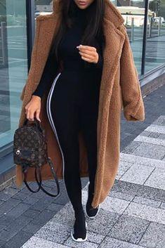 Mode femme tendance automne hiver tenue streetwear avec un long manteau  marron teddy doudou en peluche tout doux dffee762da6